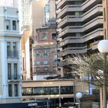 6999 Buildings crowding in Sydney Kate/Sydney