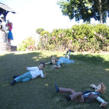 Jack, Jill and Leia fell down the hill - Hunter Valley Gardens