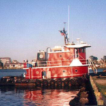 Red tugboat, Carolina Beach NC / kr NC