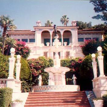 "Hearst Castle, near San Simeon in California, was built by publishing giant William Randolph Hearst, taking 28 yrs. to build. Hearst often hosted the movie stars of the ""golden era"" in the 1930s-40s."