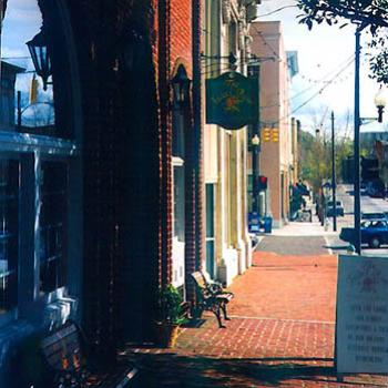 Front Street in Historic downtown Wilmington NC / kay NC