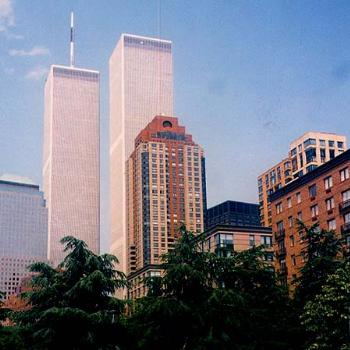 The World Trade Center twin towers, New York City, 1986 / kr NC