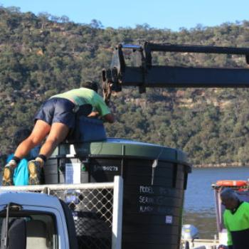 1692 hooking upto the crane, Hawkesbury River Oct'10, Kate/Sydney