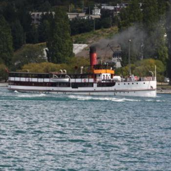 4272 SS Earnslaw reversing along Lake Wakatipu, Queenstown, Sth Is, NZ,20th Mar'10 Kate/Sydney