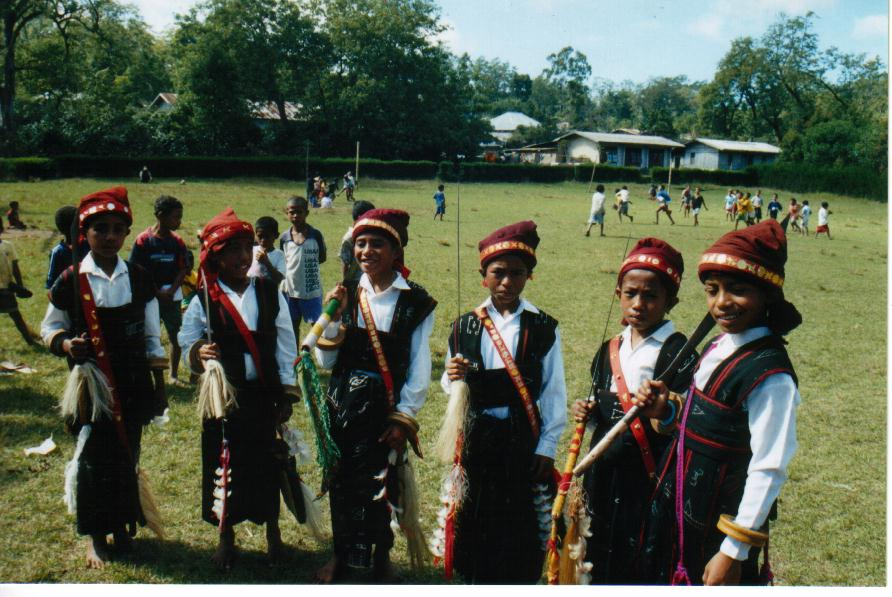 Independence Day celebrations - dance group, Dolumolo school, 2003